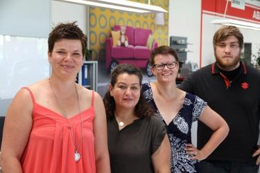 Autohaus Pietsch - Walldorf: Den kompetenten Service organisieren Heidi Pietsch-Seidl, Melanie Kief, Nicole Pietsch, Julia Wolf und Sebastian Neise.